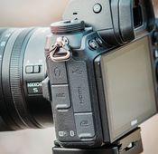 """Die Anschlüsse der Nikon """"Z6 II""""."""