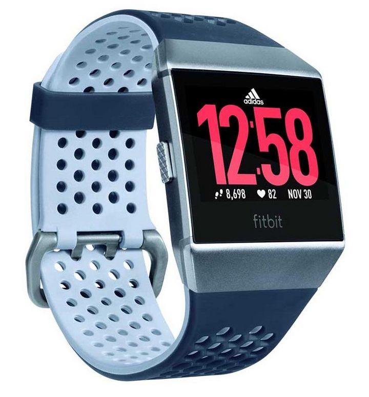 Das atmungsaktive Armband ist in den typischen adidas-Farben Blau und Grau gehalten.