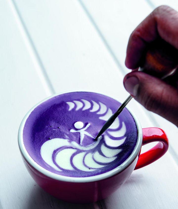 Ein ruhiges Händchen ist die Voraussetzung für gelungene Latte Art.