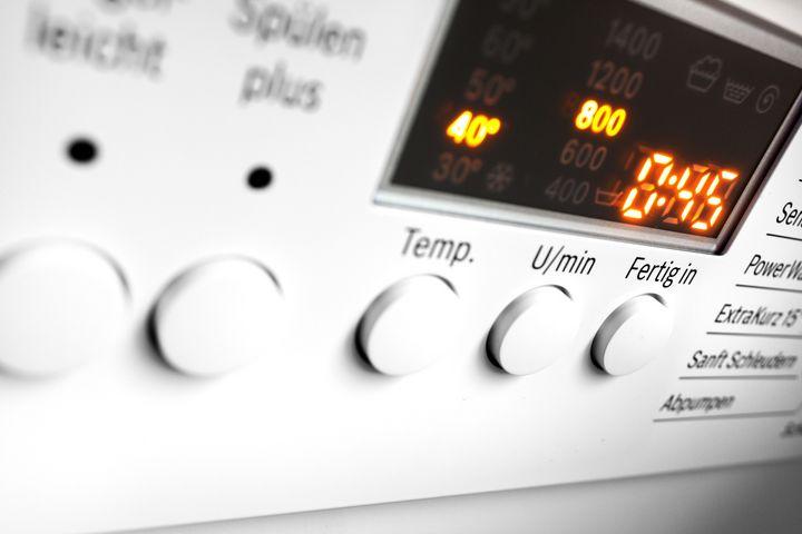 Einige Waschmaschinen erlauben das Einstellen einer verzögerten Startzeit.