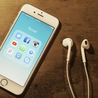 iPhone mit Kopfhörern