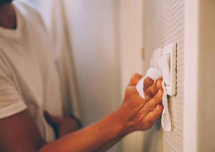 Lichtschalter sind Hotspots bei der Virenverbreitung.