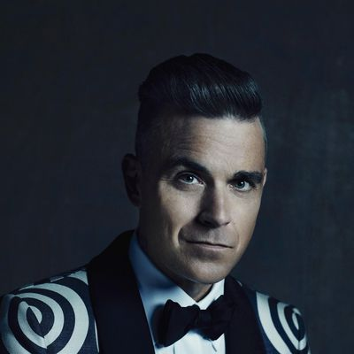 """Schweres musikalisches Geschütz fährt Robbie Williams für """"The Heavy Entertainment Show"""" auf."""