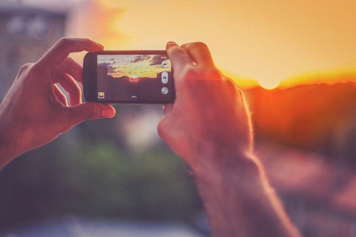 """Auf """"Instagram"""" ist das Bild im Vordergrund."""