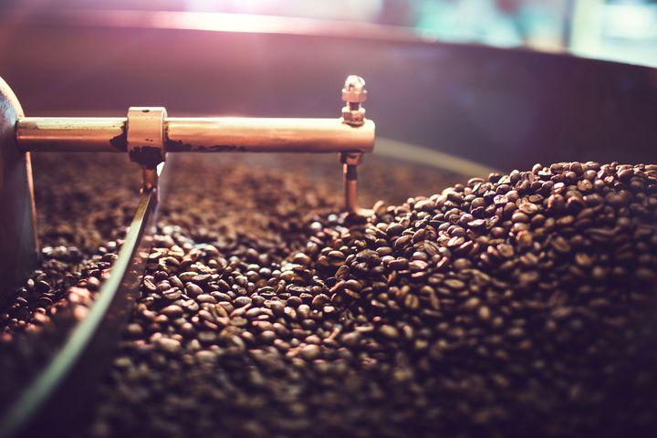Kaffee schmeckt frisch gemahlen besser.