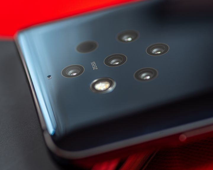"""Besonderes Highlight des """"Nokia 9 PureView"""" ist die aus fünf 12-Megapixel-Objektiven bestehende Penta-Kamera mit Zeiss-Optik."""