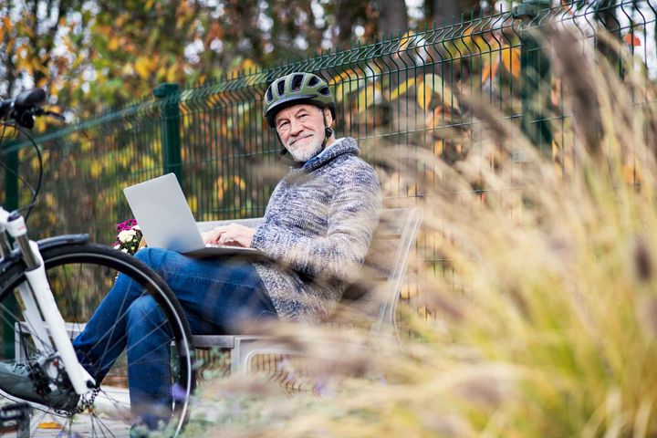 E-Bikes halten Sie auch im Alter fit.