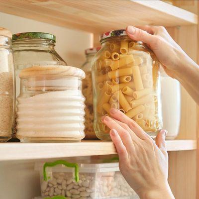 Diese 5 Lebensmittel gehören in die Vorratskammer