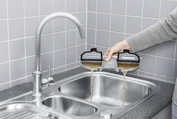 Der Schmutzwassertank vereinfacht die Reinigung des Geräts.