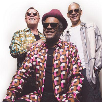 """UB40 featuring Ali, Astro & Mickey veröffentlichen das Album """"A Real Labour Of Love""""."""