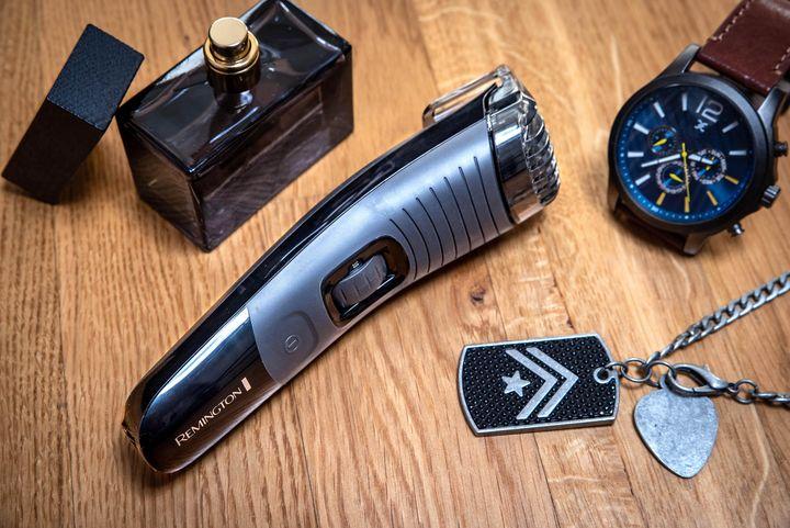 "Die gezackten CaptureTrim-Klingen des ""Remington Beard Boss Professional MB4130"" ermöglichen präzises Rasieren."