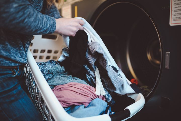 Mit den folgenden drei Tipps gelingt die letzte Wäsche vor dem Saisonwechsel ohne Probleme.