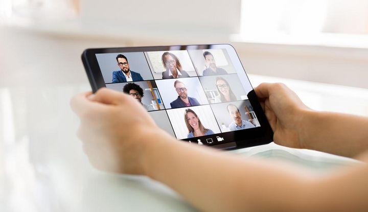 Videochat mit Freunden oder Berufskollegen.