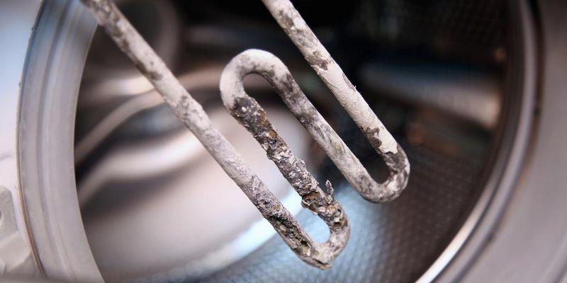 Kalk greift Oberflächen an und ist Brutstätte für Bakterien.