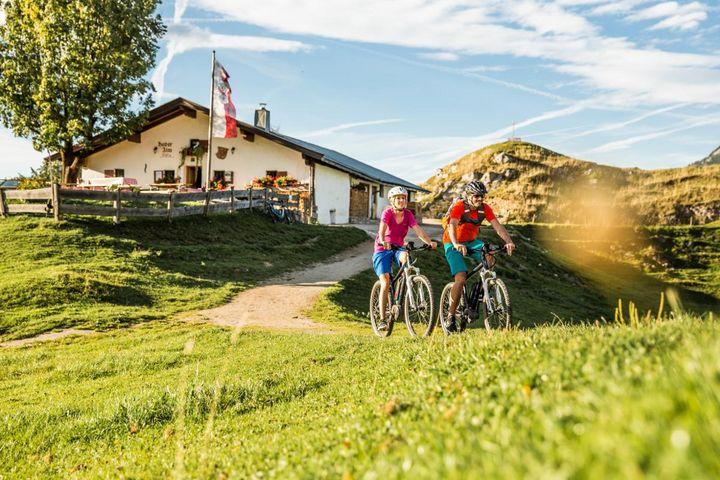 E-Biker, die Bergstrecken lieben, sind in den Kitzbüheler Alpen gut aufgehoben.