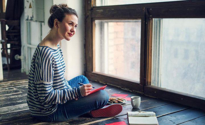 Wer seine Sorgen einem Tagebuch oder einer Person beichtet, kann die Last verringern.