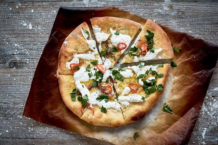 Burrata-Sardellen-Pizza.