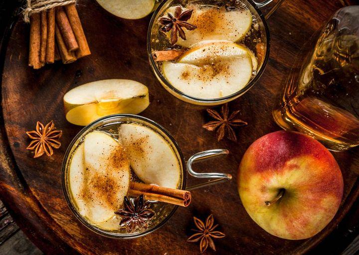 Köstliche alkoholfreie Warmgetränke für die Weihnachtsfeiertage.