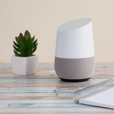 """Der """"Google Assistant"""" spielt auf Zuruf die Lieblingsmusik des Benutzers."""