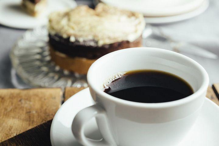 Kaffee-Gesellschaftstrinker besitzen meist eine Kapselmaschine.