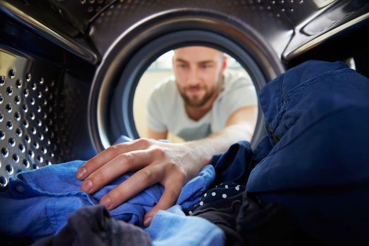 Kaltwaschmittel und die Sonne als Trockner lassen Sie im Waschraum Energie sparen.