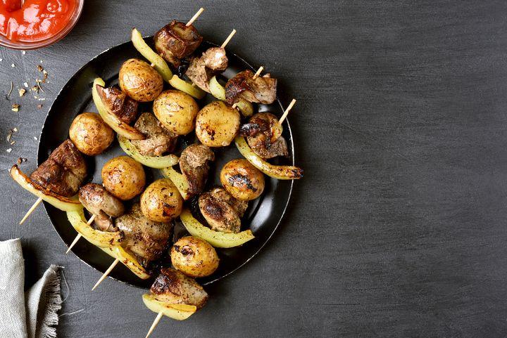 Spanische Kartoffel-Spieße.