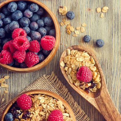 Heidelbeeren, Himbeeren und Berberitzen sind reich an Antioxidantien.