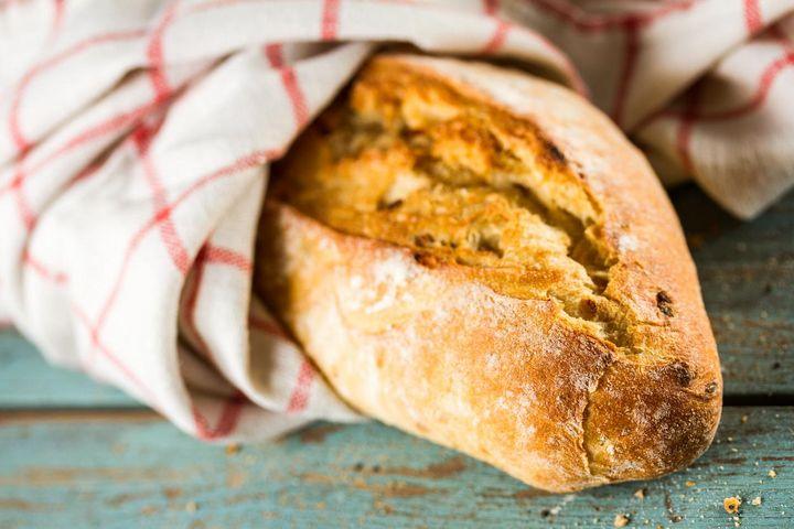 So wird altes Brot wieder frisch und knusprig.