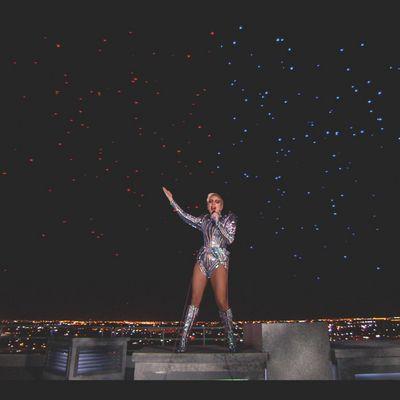Lady Gaga und die Intel-Drohnen bei der 2017er Super Bowl Halftime Show
