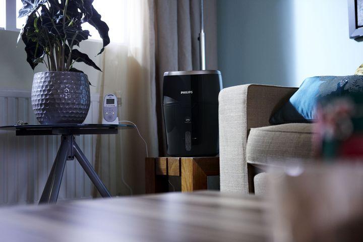 Der Philips Series 2000 Luftbefeuchter HU4814/10 arbeitet mit NanoCloud-Technologie.