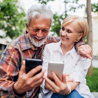 """fit4internet stellt mit MediaMarkt das Smartphone Sorglos-Paket"""" vor."""