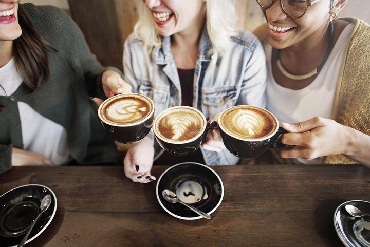 Kaffeevollautomaten bereiten bis zu zwei Kaffeespezialitäten gleichzeitig zu.