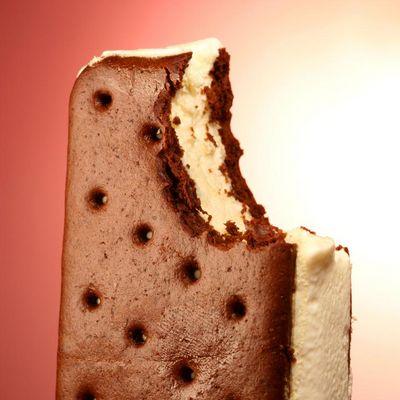 Selbstgemachte Eis-Sandwiches schmecken besser.