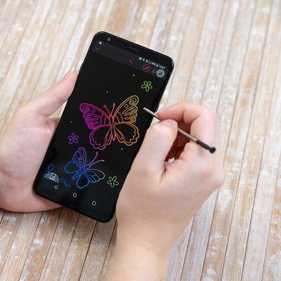 Der Stylus macht das neue LG-Smartphone besonders interessant.