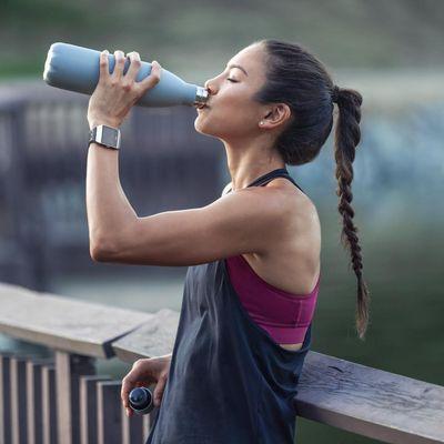 "Die Fitbit Ionic: adidas edition hat das Coaching-Programm ""adidas Train"" an Bord.."