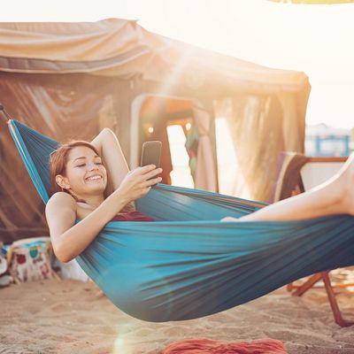 So kommt Ihr Smartphone gut durch den Sommer.