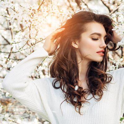 Im Frühling braucht das Haar Feuchtigkeit.
