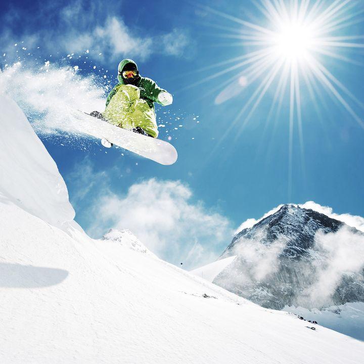 Mit diesen Tipps kommen Sie spielend zu gelungenen Winter-Sport-Fotos.