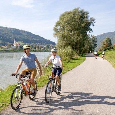 Der Donauradweg ist etappenreich und auf E-Biker ausgerichtet.