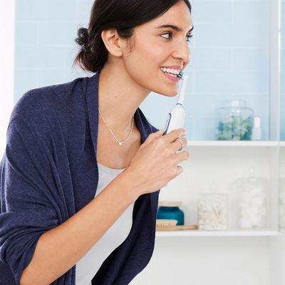 Zahnbürsten von Oral-B mit App-Unterstützung erleichtern die Zahnpflege.