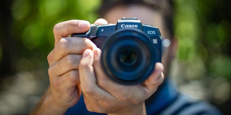 "Die ""Canon EOS RP""."