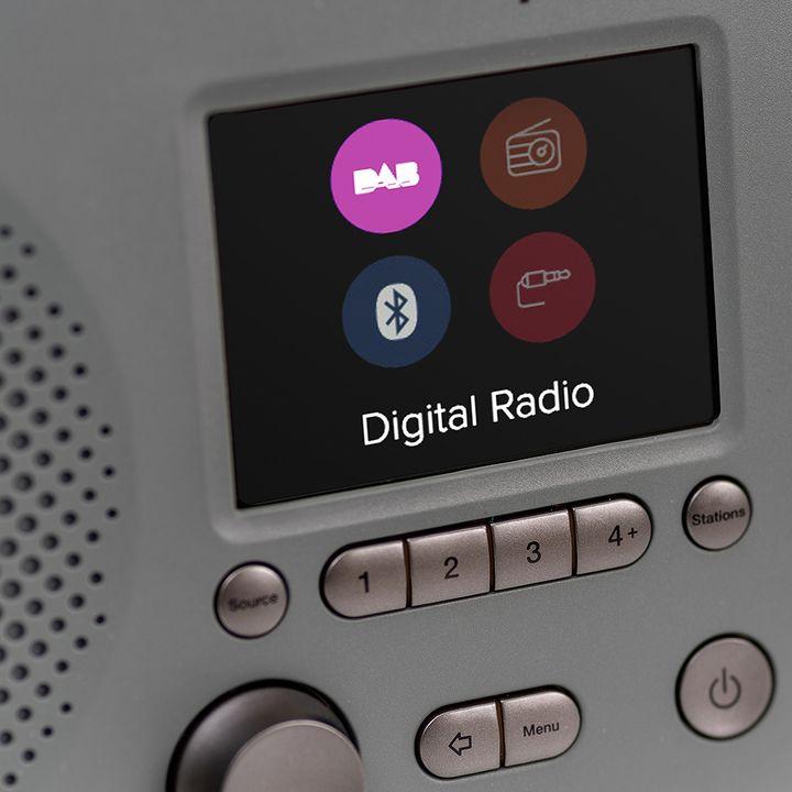 Die multimedialen Zusatzdaten machen Digitalradio spannend.