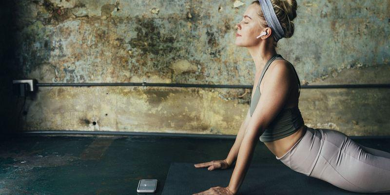 Yoga mit Sportkopfhörern machen