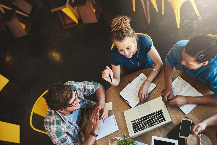 Das ideale Notebook für Schule und Uni ist multitaskingfähig.