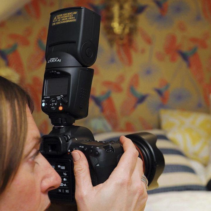 AI Bounce: Canon präsentiert das weltweit erste Blitzgerät für intelligentes Blitzen.