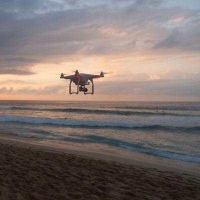 Mit Drohnen können Sie die Welt von oben erkunden.
