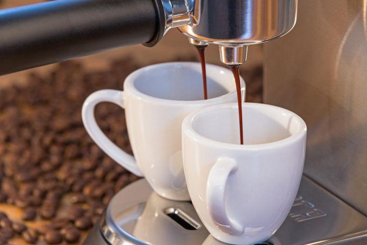 Wird keine ordentliche Crema mehr gebildet, ist die Kaffeemaschine verkalkt.