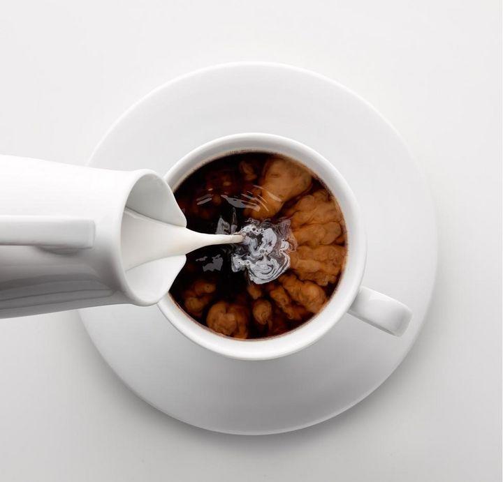 Der Kleine Braune ist übrigens nichts anderes als eine kleine Tasse Mokka mit einem separat servierten Kännchen Milch oder Obers.