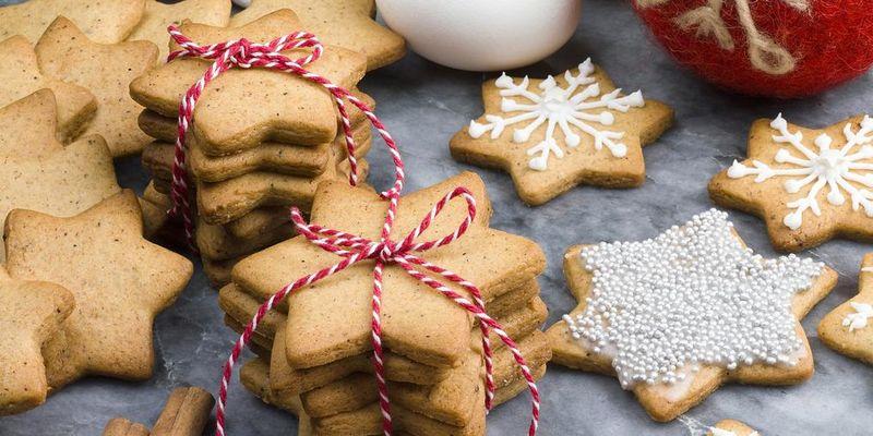 Sternencookies sind eine köstliche Geschenkidee zu Weihnachten.