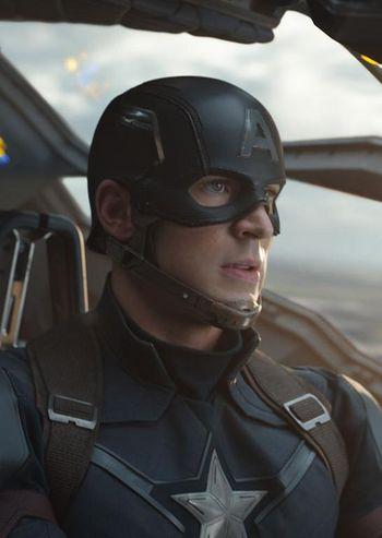 Captain America versucht seinen Freunden zu helfen.